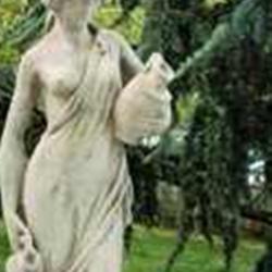 Figur af pige med 2 vandkander