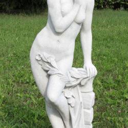 Nøgen pige med gren